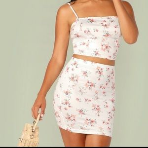 NWOT Pretty white and floral two piece skirt set🌸